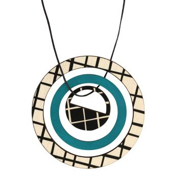 Pendant in green with lines